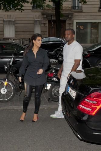 Kim Kardashian et Kanye West à Paris, le 2 juillet 2012.