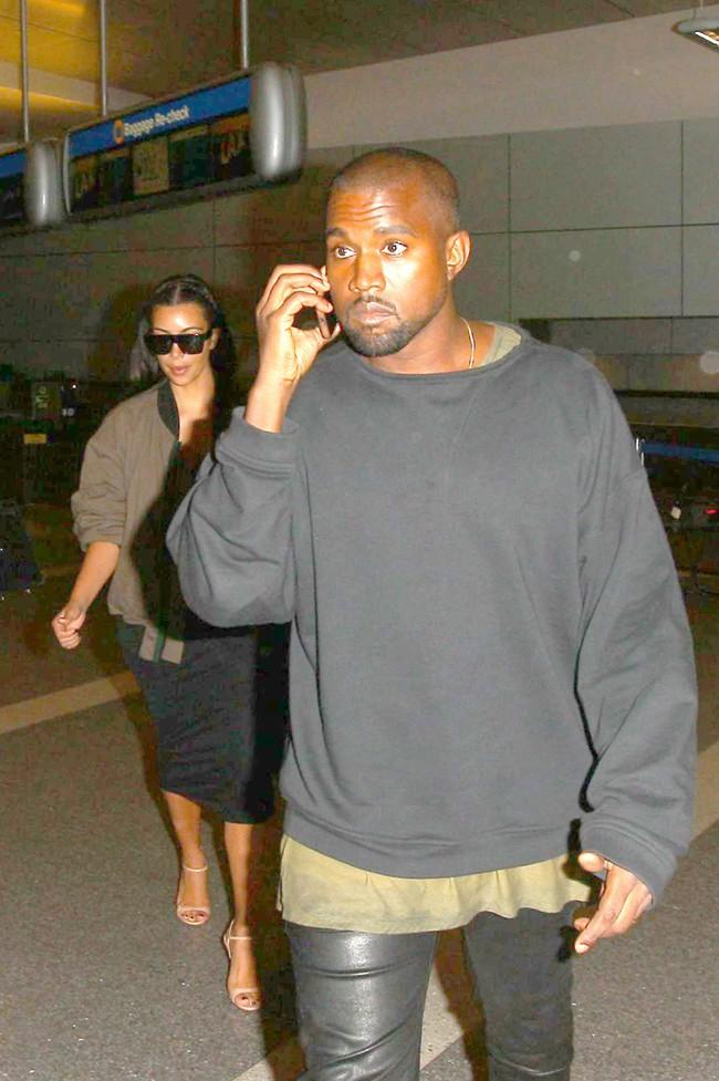 Kanye West et Kim Kardashian à l'aéroport de Los Angeles le 2 août 2014