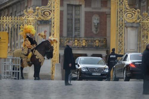 La famille Kardashian arrive à Versailles