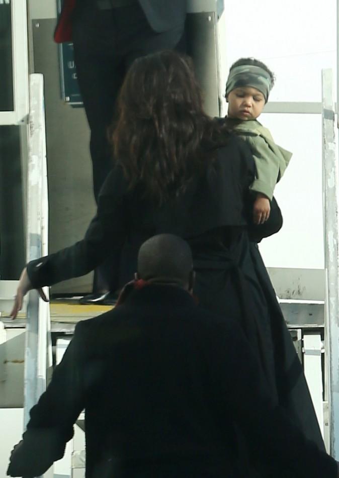 Photos : Kim Kardashian et Kanye West : North super stylée pour dire bye bye à Sydney !