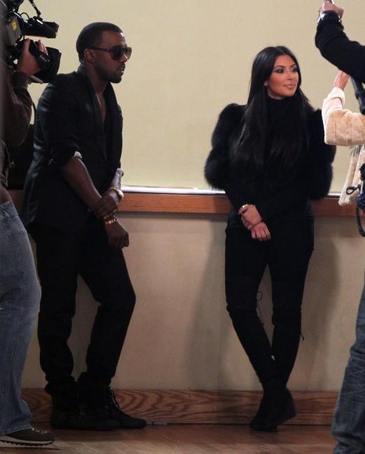 """Kanye West et Kim Kardashian en 2012 sur le tournage de """"Kourtney & Kim Take New York""""."""