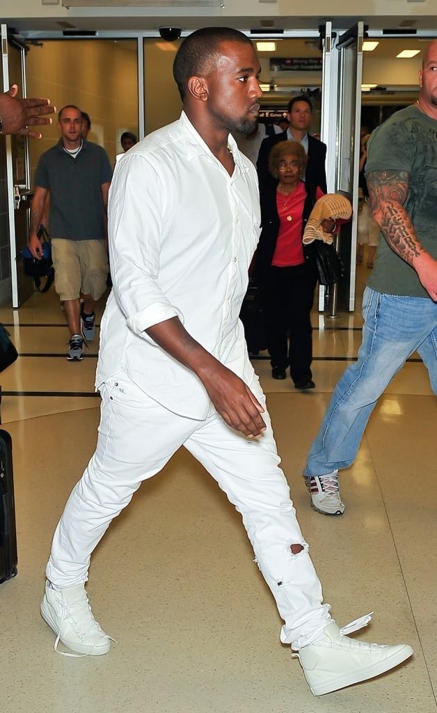 Kanye West à l'aéroport de Philadelphie, le 27 juillet 2012.