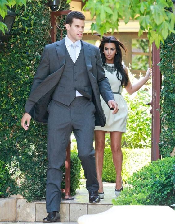 Kim Kardashian et Kris Humphries à la sortie de leur maison de Beverly Hills !
