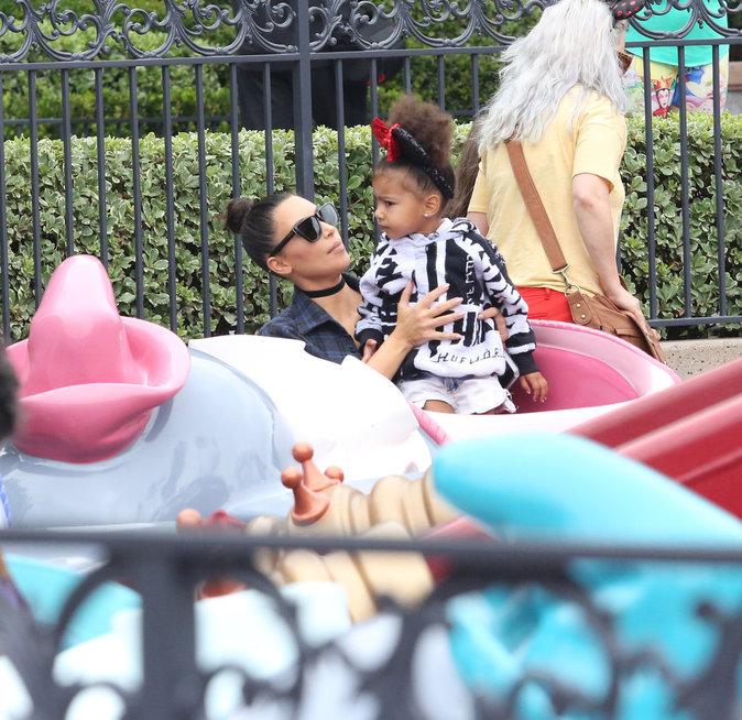 Photos : Kim Kardashian et North : duo câlin à Disneyland !