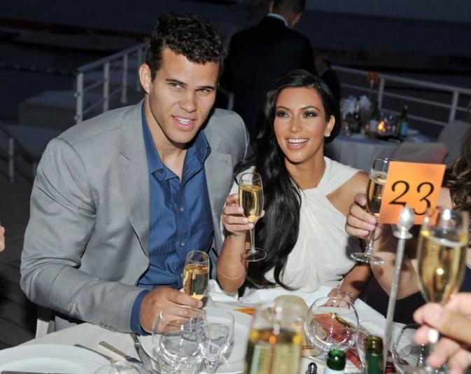 Une bonne coupe de champagne pour fêter leurs fiançailles !