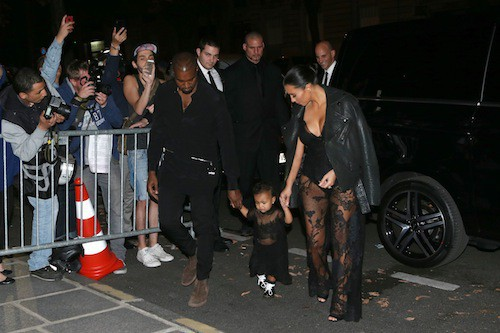 Kim Kardashian, Kanye West et North West au défilé Givenchy le 28 septembre 2014, à Paris