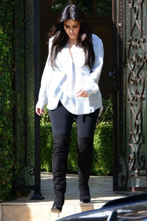 Kim Kardashian à la sortie de sa maison de Los Angeles le 15 février 2013