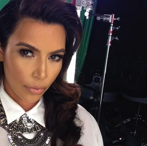 Kim Kardashian dans un studio.