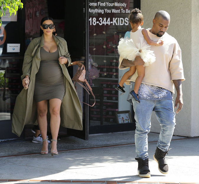 Kanye West, Kim Kardashian et North dans la banlieue de Los Angeles le 7 octobre 2015