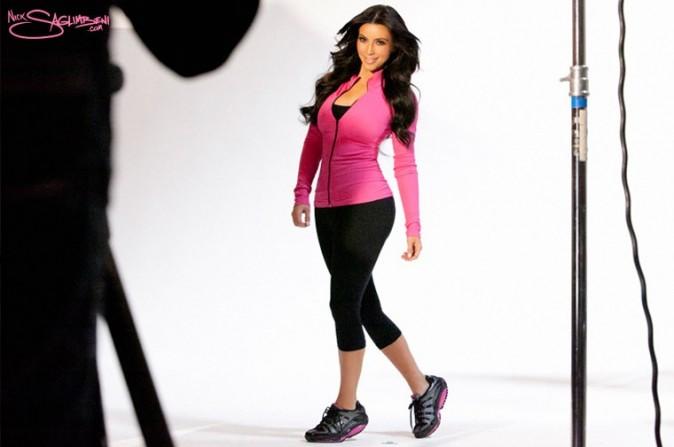 Attention Kim toute seule en action !