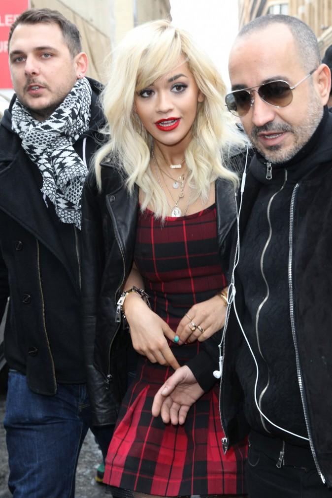Rita Ora en rouge
