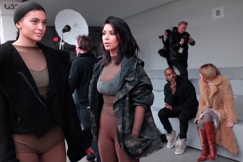 Kim Kardahsian et Kylie Jenner au défilé Kanye West x Adidas le 12 février 2015