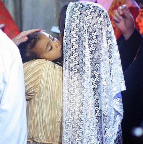 """Photos : Kim Kardashian nostalgique et déjà in love de son """"nouveau bébé"""" !"""