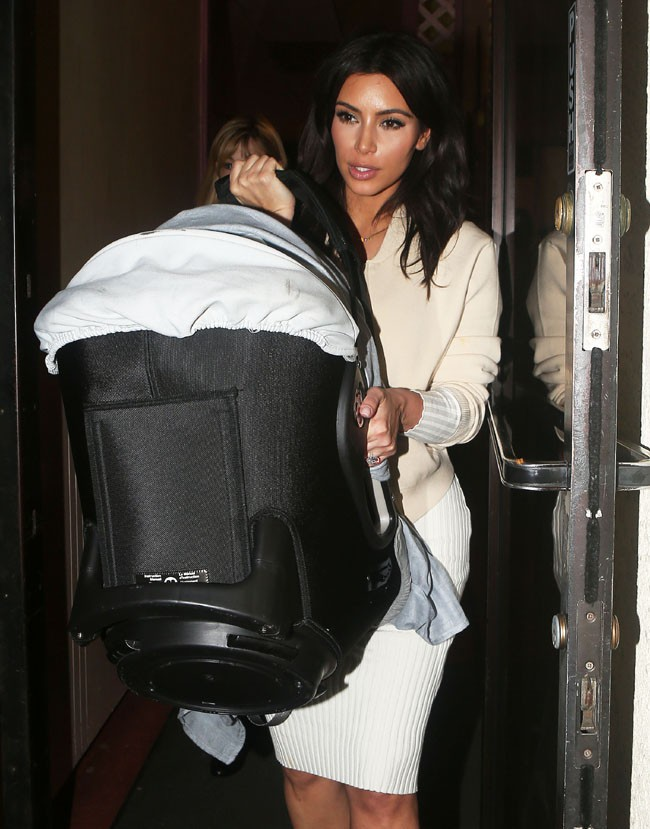 Kim Kardashian avec sa fille North à Los Angeles le 15 mars 2014