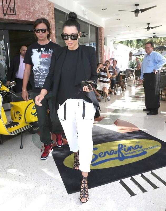 Kim Kardashian et son ami Jonathan Cheban le 7 janvier 2013 à Miami