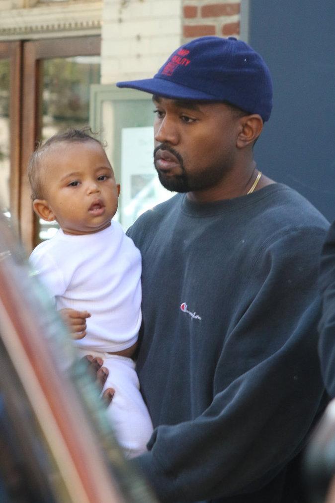 Kim Kardashian, Kanye West et leurs enfants North et Saint à New York le 6 octobre 2016