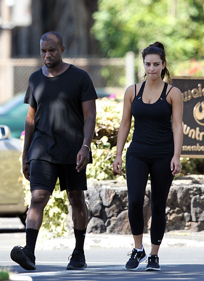 Kim Kardashian et Kanye West le 10 août 2012 à Hawaii