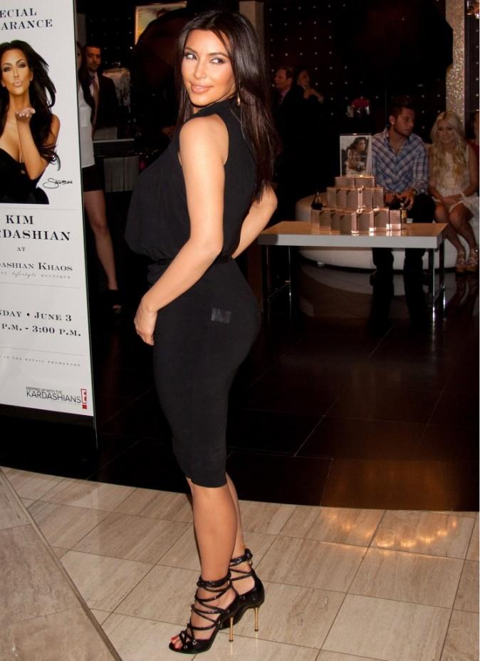Kim Kardashian dans la boutique Kardashian Khaos à Las Vegas, le 3 juin 2012.