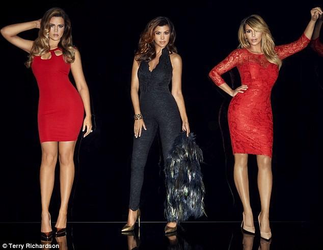 """Khloe, Kourtney et Kim Kardashian dans la nouvelle campagne """"Kardashian Kollection for Lipsy""""."""