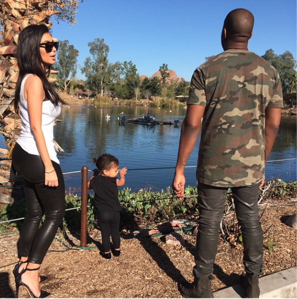 Photos : Kim Kardashian : tendre moment avec North, alors qu'elle circule cul nu sur la toile !