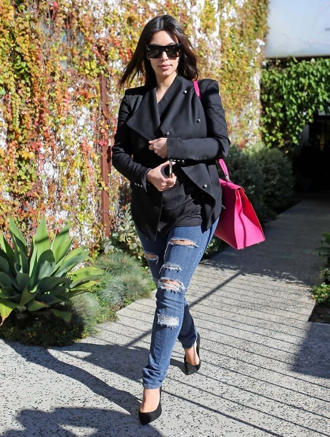 Kim Kardashian à la sortie du salon Andy Lecomte à West Hollywood le 20 décembre 2012