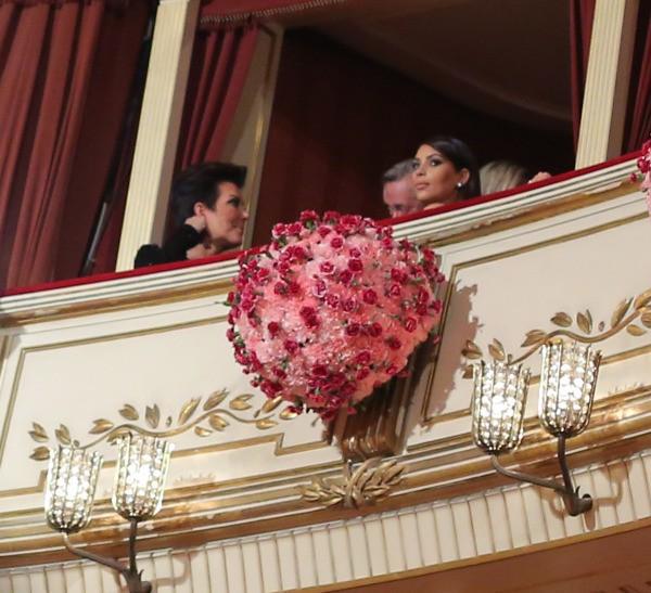 Kim Kardashian et sa mère Kris Jenner lors du bal de l'Opéra de vienne, le 27 février 2014.