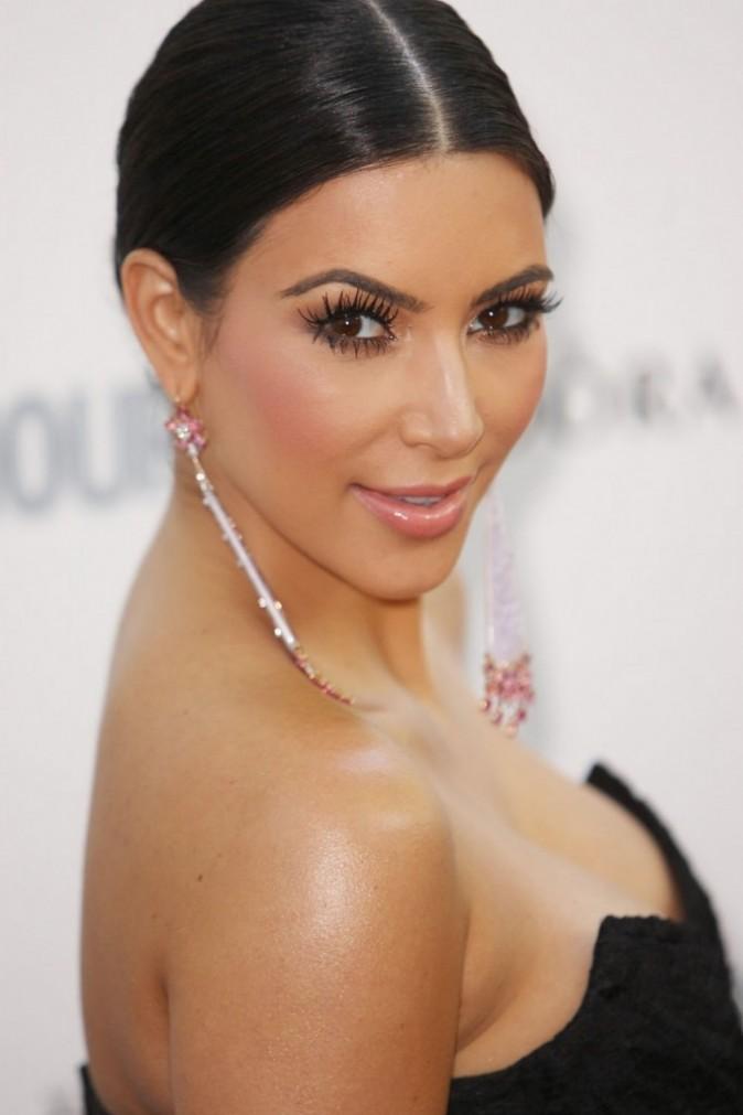 Kim Kardashian et son maquillage trop prononcé !