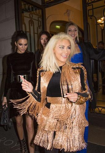 Photos : Kim, Kendall, Jourdan, Karlie, Alessandra… le défilé continue à l'after show Balmain !