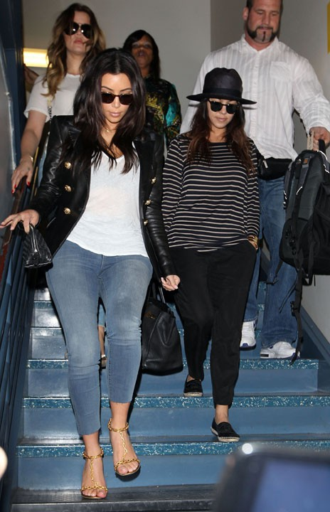 Kim et Kourtney Kardashian à l'aéroport de Los Angeles le 13 mars 2014