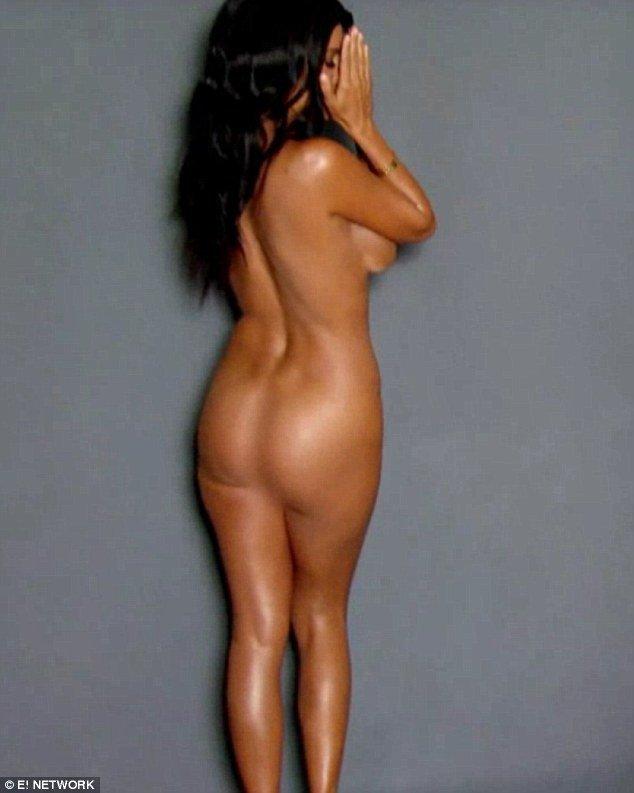 Photos : Kourtney Kardashian complètement nue, découvrez les coulisses de son shooting hot !
