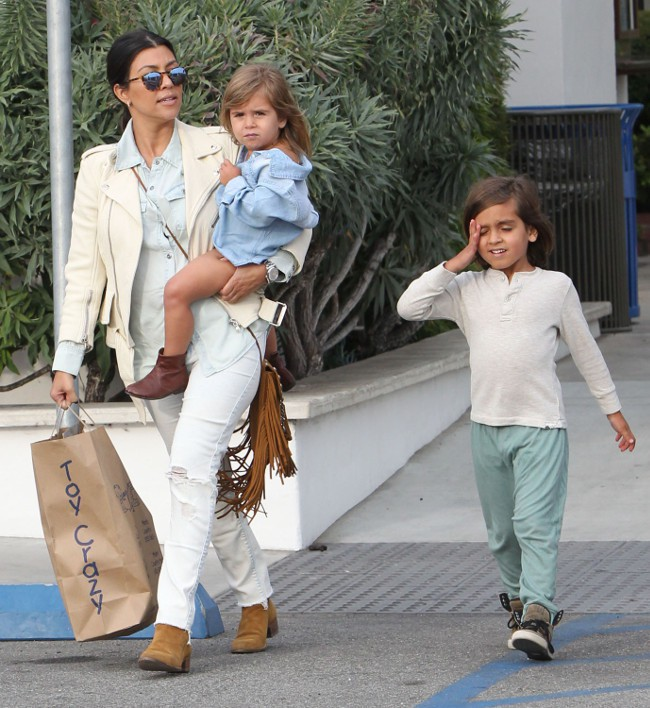 Kourtney Kardashian en famille à Malibu le 16 mai 2015