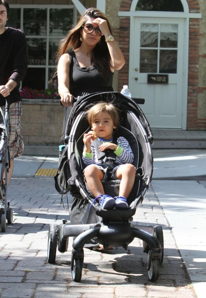 Kourtney Kardashian et son fils Mason à Los Angeles, le 9 juin 2012.