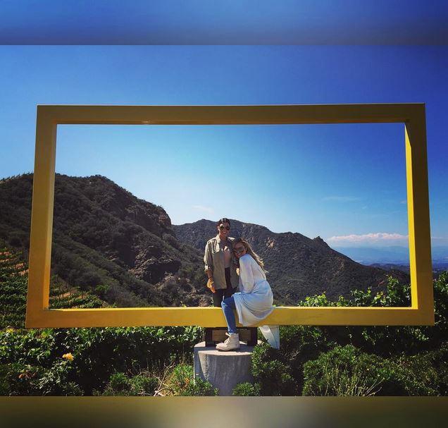Kourtney et Khloe Kardashian en safari