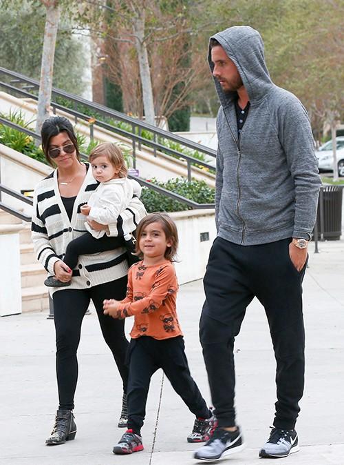 Kourtney Kardashian, Scott Disick et leurs enfants à Los Angeles le 26 janvier 2014