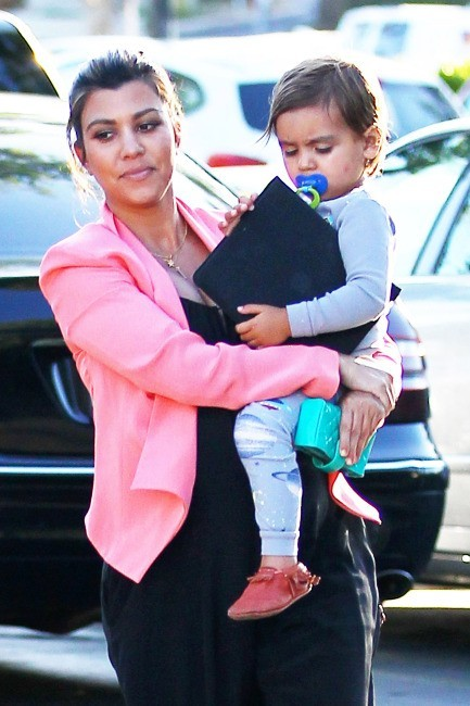 Kourtney Kardashian et son fils Mason à Los Angeles, le 28 mai 2012.