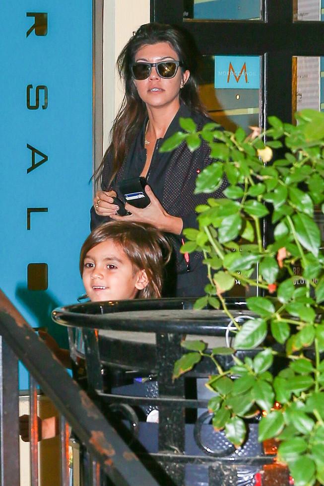 Kourtney Kardashian à Calabasas le 19 février 2014