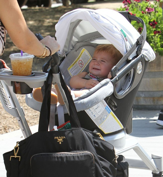 Kourtney Kardashian avec Penelope et Mason à West Hollywood le 29 juin 2013