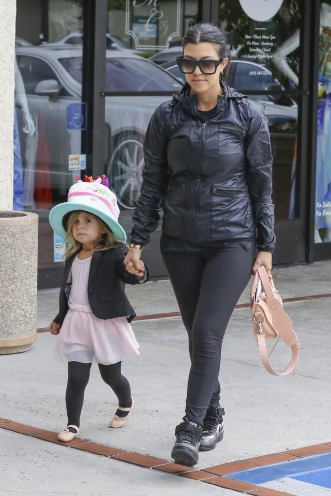 Photos : Kourtney Kardashian : pendant que Kim et Khloe s'insultent, elle mise tout sur Penelope !