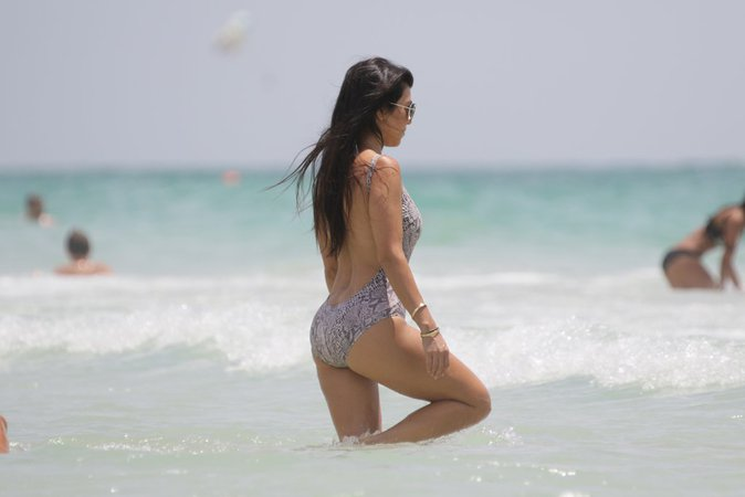 Kourtney Kardashian sur la plage de Malibu le 3 juillet 2016