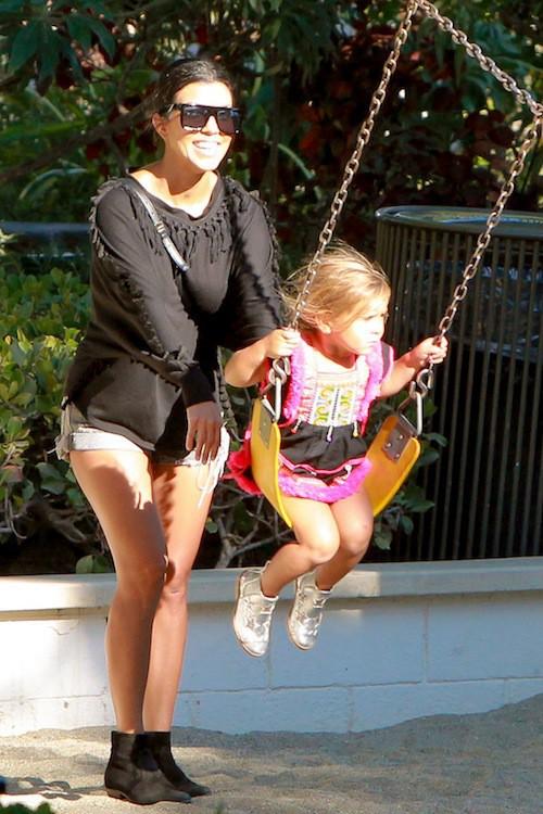 Photos : Kourtney Kardashian retrouve le sourire avec ses enfants !