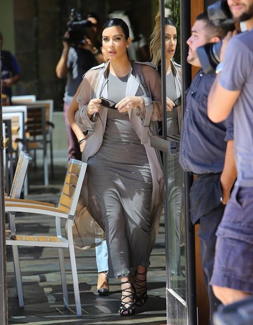 Photos : Kourtney Kardashian retrouve le sourire, Scott Disick devient pathétique !
