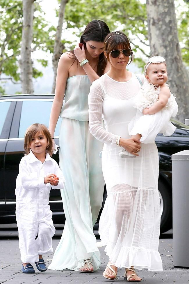 Le clan Kardashian-Jenner réuni pour fêter Pâques à Agoura Hills le 31 mars 2013