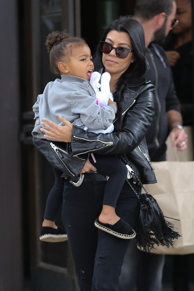 Kourtney Kardashian et North à Los Angeles le 4 octobre 2015