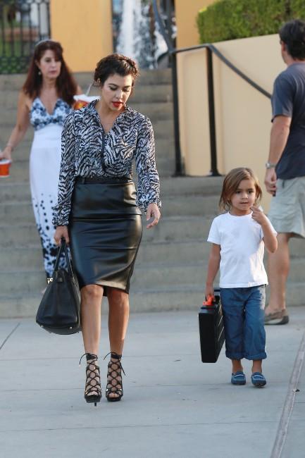 Kourtney Kardashian en famille à Calabasas, le 18 septembre 2013.