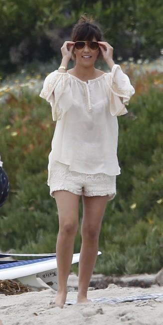 Kourtney Kardashian et ses enfants à la plage à Malibu, le 23 juin 2013.