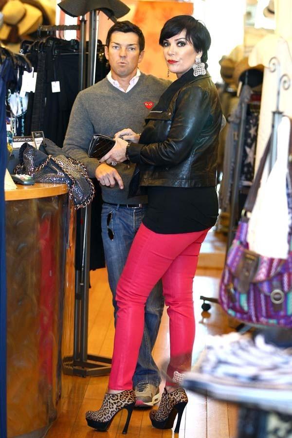 Elle ne voulait quand même pas passée incognito avec ce pantalon ?!