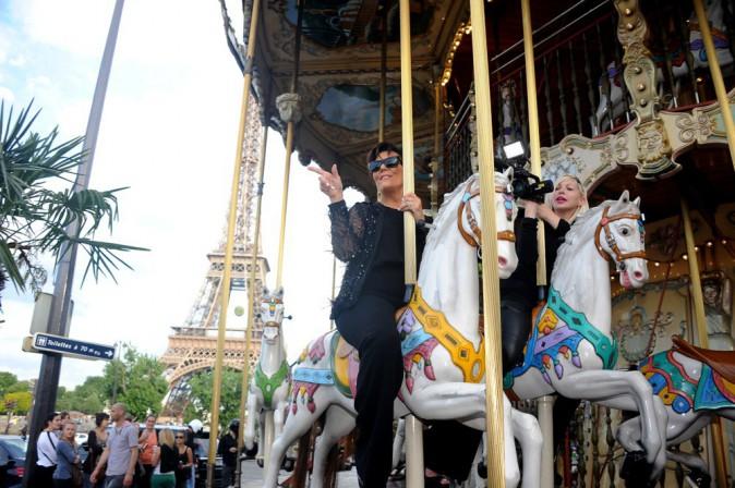 Photos : Kris Jenner et Kourtney Kardashian : plus soudé que jamais, le clan Kardashian joue les touristes à Paris !