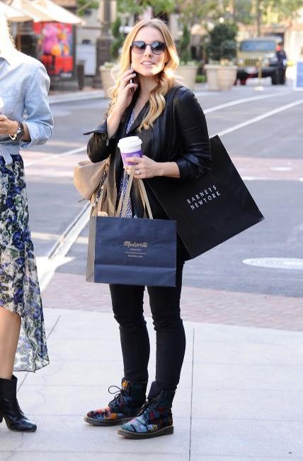 Kristen Bell affiche son baby-bump à Los Angeles, le 30 octobre 2012.