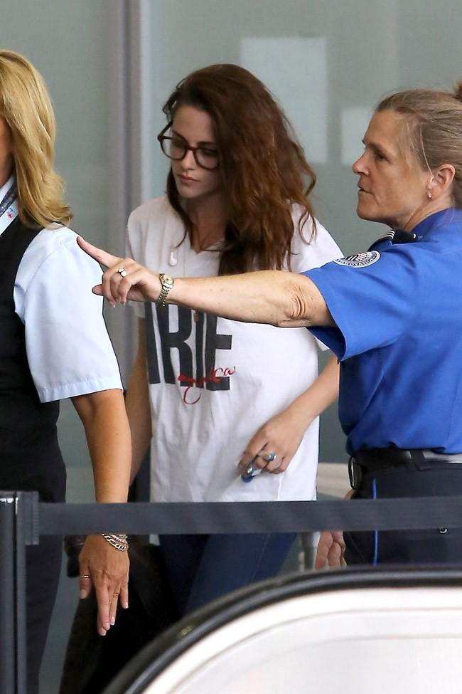 Kristen Stewart le 5 septembre 2012 à l'aéroport de Los Angeles