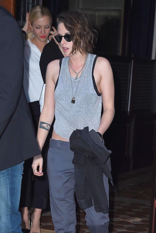 Photos : Kristen Stewart, entre look girly et grunge, elle hésite !
